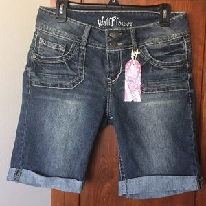 🌸 Wallflower jean shorts.Sz 11 🌸